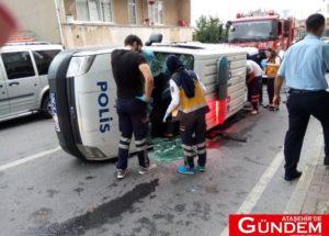 ATAŞEHİR'DE POLİS ARACI KAZA YAPTI