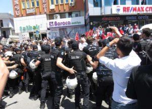 Ataşehir'de servisçi eylemi